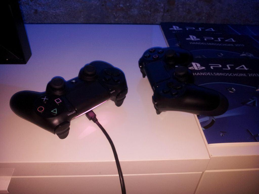 PS4source auf der 4ThePlayersLounge - PS4 angespielt